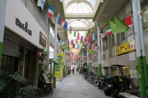 石垣島の商店街です。基本は18度ですが。風が冷たく感じます。