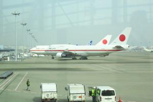 羽田空港に到着後、到着ゲートから見えた政府専用機です。なかなかお目にかかれない機体です。