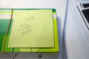 お客様からお預かりした通帳には、ポストイットに「日付」と「冊数」を書き、取り扱いには充分注意いたします。