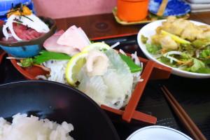 相談業務の合間に気分転換を兼ねて熊本の市場に行きました。刺身定食980円!引き続きメール相談業務を進めさせていただきます!