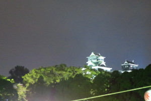 熊本城のライトアップです。震災で大きなダメージを受けましたが、ライトアップされる姿は以前と同じ迫力があります!