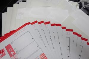 お客様との資料のやり取りのために郵送で使用する袋は一週間に一度大量購入します!