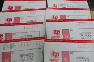 連休明けもたくさんのお客様からご依頼の郵便物が届いております。がんばります!